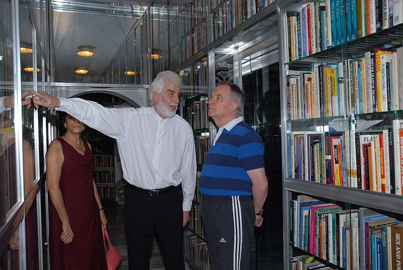archer and amrito in osho's library
